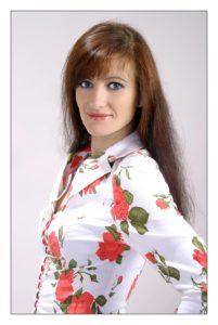 Ms Lana Vi