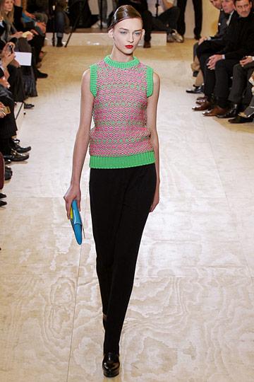 Вязание свитера модного спицами 146