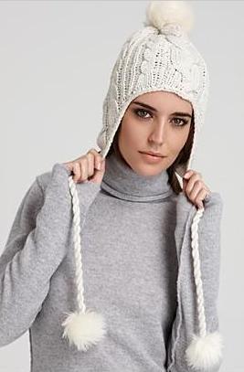 Вот и в этом сезоне она занимает достойное место среди модных головных уборов.  Теплая вязаная шапка согреет в холод и.