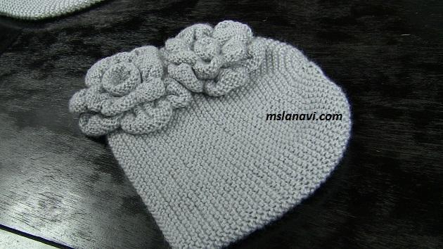 шапка спицами с цветами