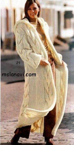Длинное пальто спицами с