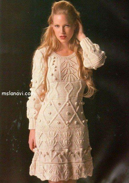 вязаное платье с рельефными узорами