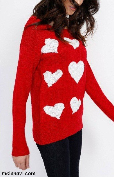пуловер в сердечках