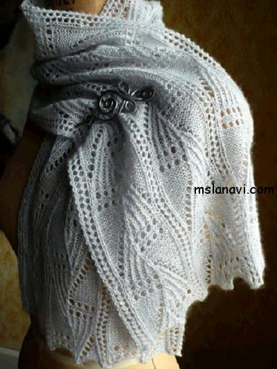 Белый ажурный шарф спицами