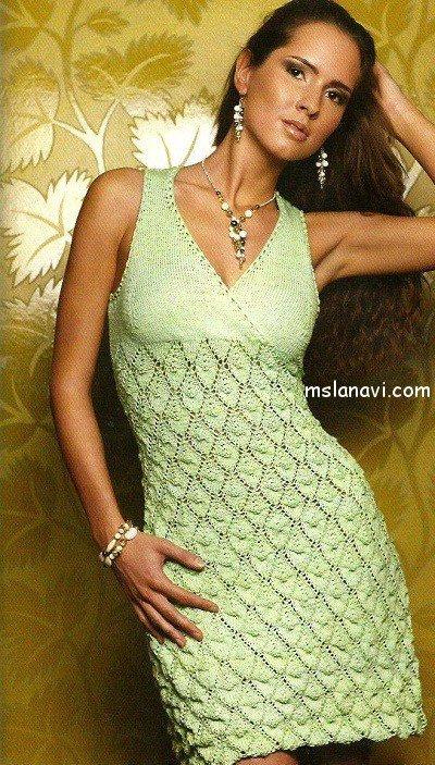 вязаное платье спицами.