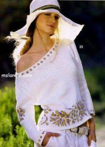 Летний пуловер с цветком