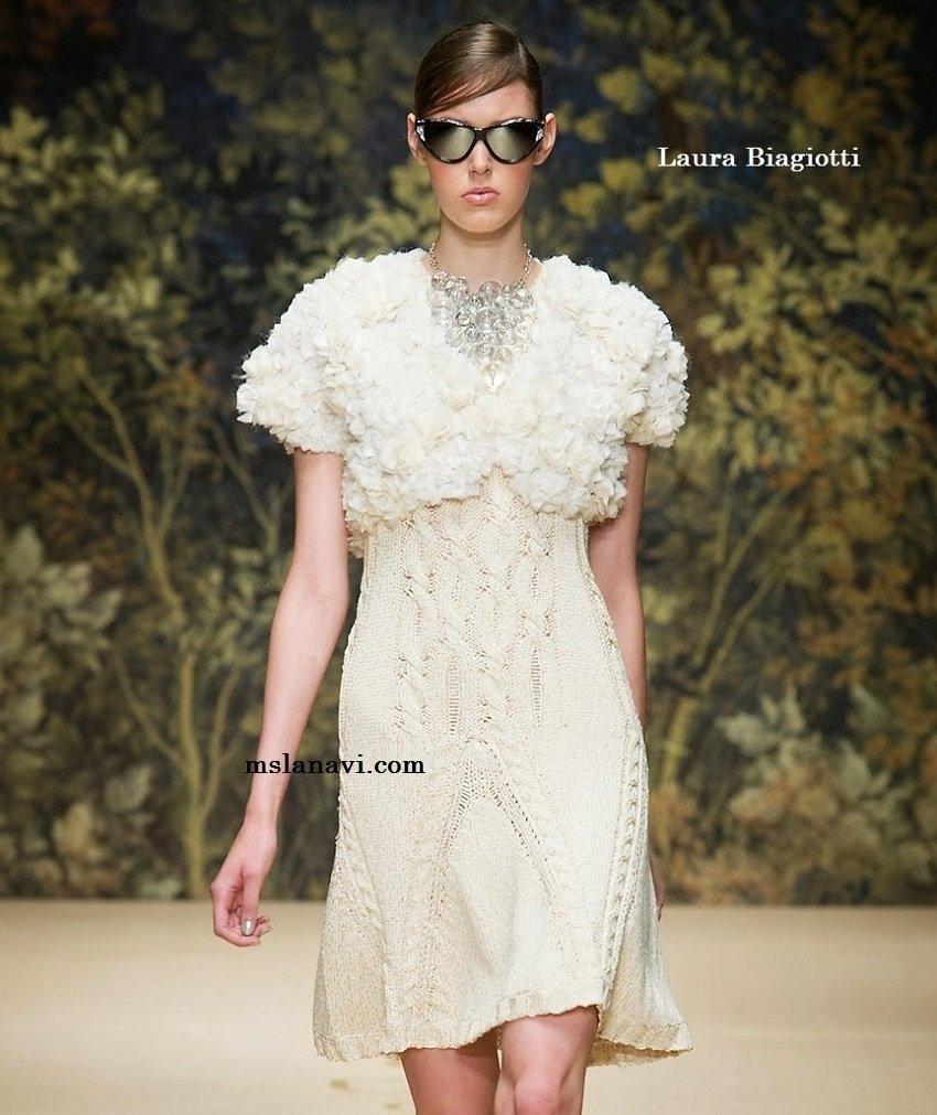 Летнее вязаное платье спицами от Laura Biagiotti