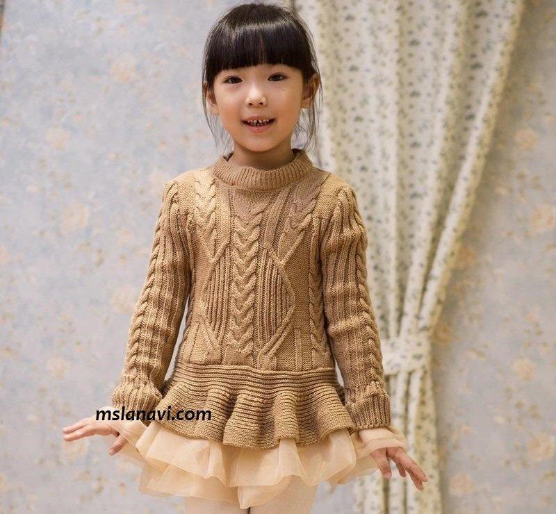 Детское вязаное платье спицами