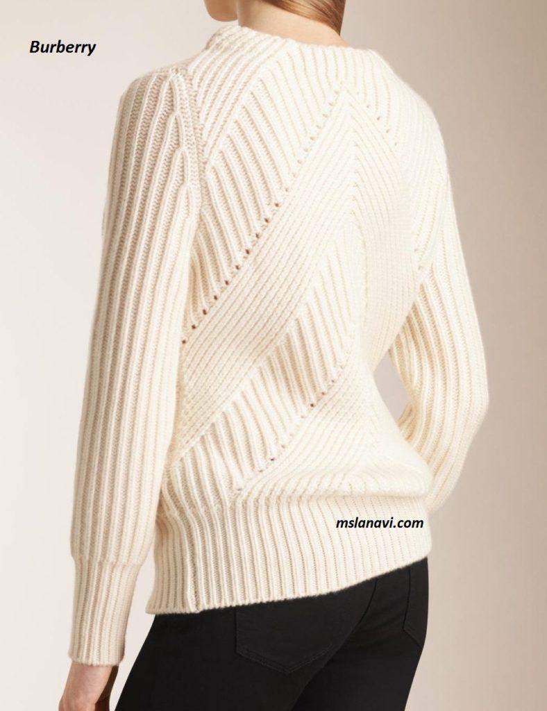 Вязаный свитер спицами