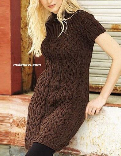 Вязаное платье с объемным араном