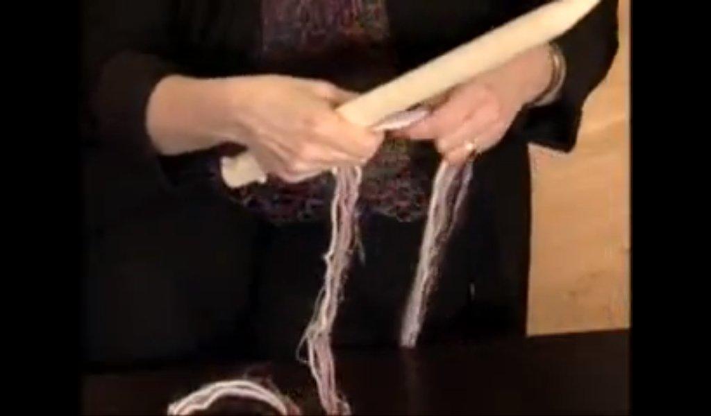 Вязание подушки большими спицами