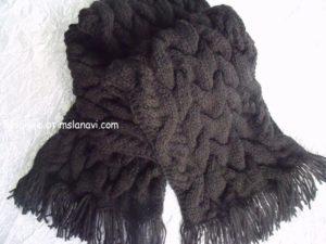 Теплый вязаный шарф выполненный аранами