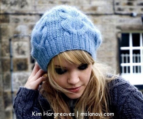 модная вязаная шапочка