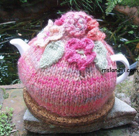 вязаная грелка +на чайник с цветами