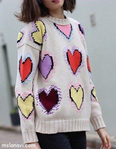 пуловер с узором сердечки