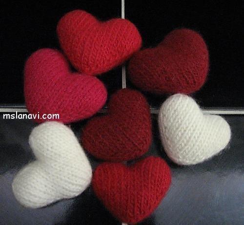 Вязаные сердечки на День влюбленных