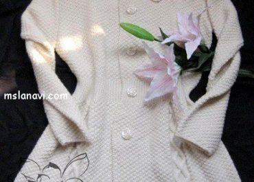 Белое вязаное пальто в классическом стиле
