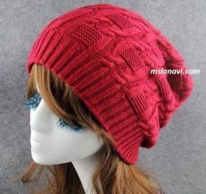 Молодежная вязаная шапка бини спицами