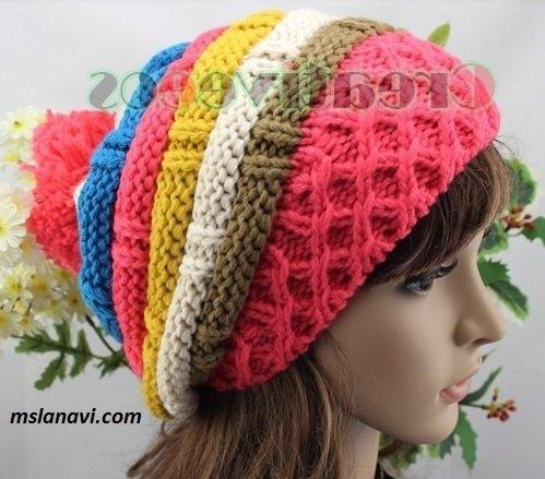 Яркие вязаные шапки спицами для девушек