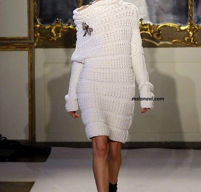 Модное вязаное платье от Les Copains