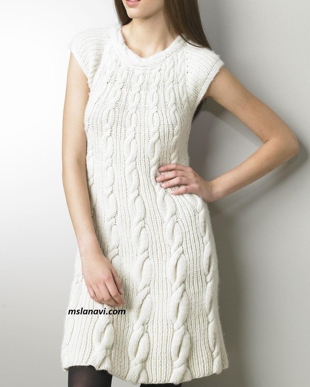 Вязаное платье со съемным воротником