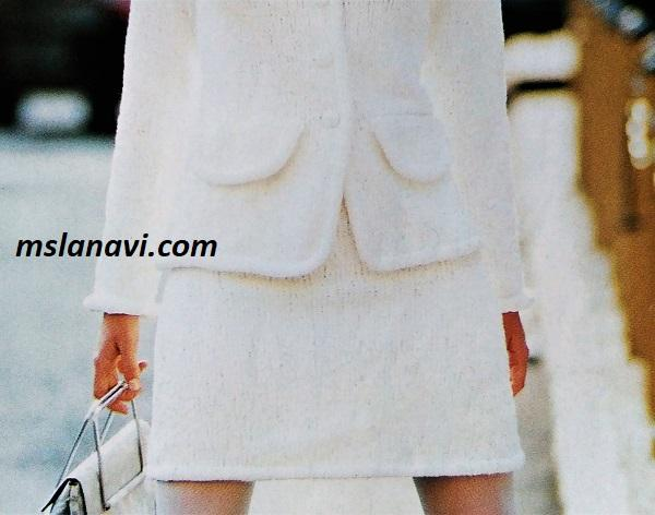 Белый костюм спицами в стиле Шанель